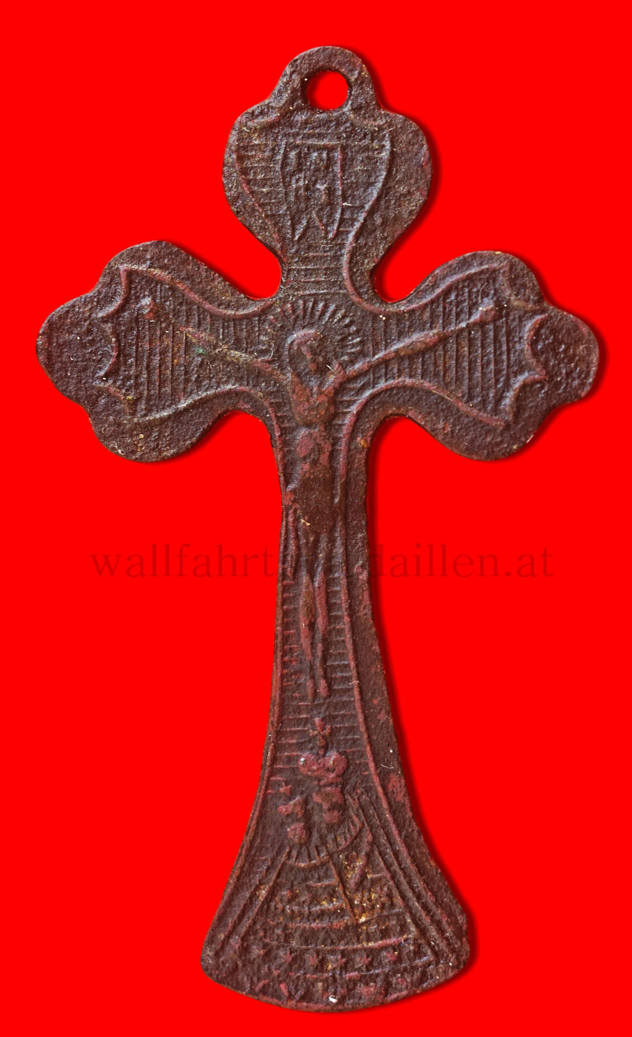Wallfahrtskreuz aus Maria Zell  (Unter dem Gekreuzigten ist noch leicht das Gnadenbild von Maria Zell zu erkennen)  frühes XIX Jhd